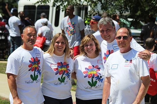 group photo volunteers at fun fest