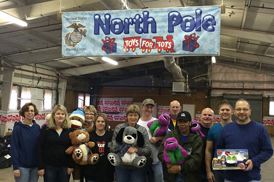 group photo volunteers for toys for tots