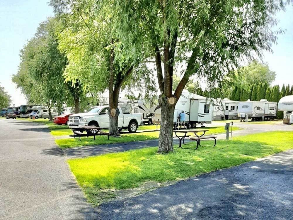 Swimming pool with lodging at SUNCREST RV PARK