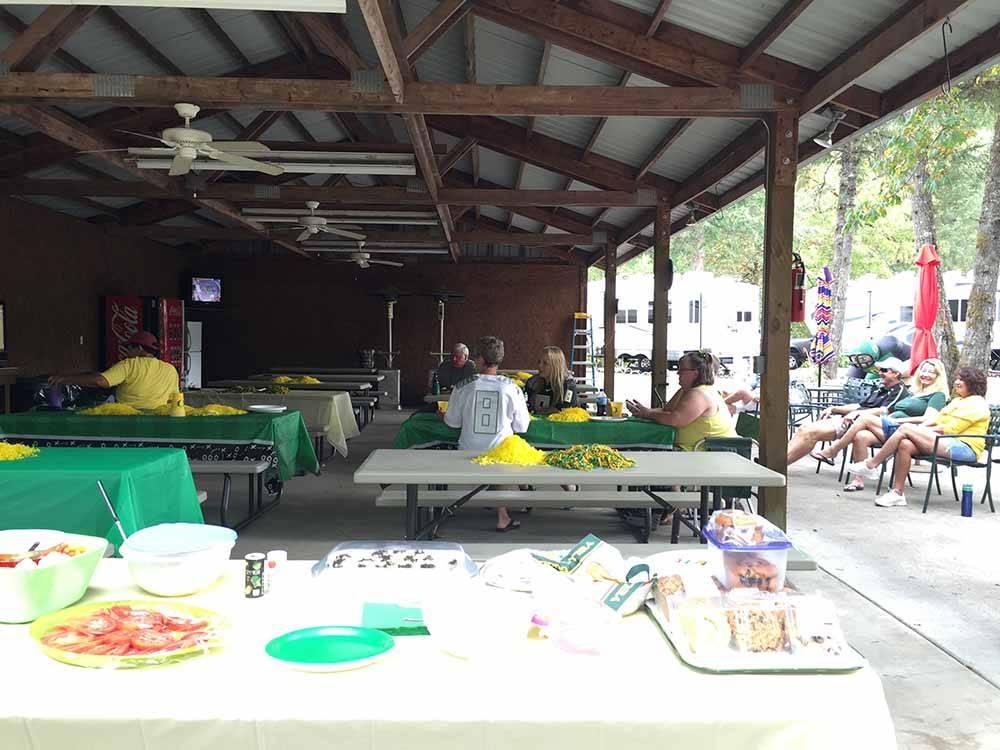 Caseys Riverside Rv Park Westfir Campgrounds Good Sam Club