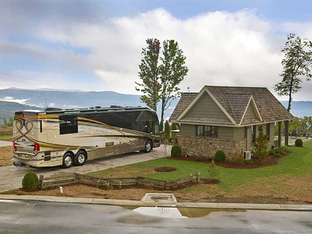 RV with lodging at MOUNTAIN FALLS LUXURY MOTORCOACH RESORT