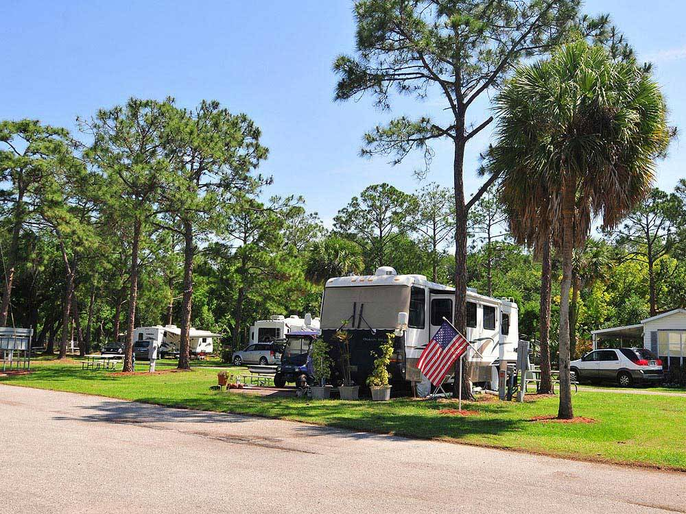 Winter garden rv resort winter garden campgrounds good sam club for Camping world winter garden fl