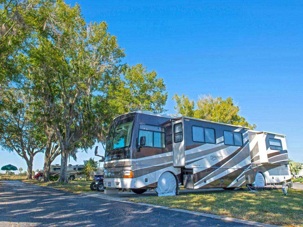 RVs camping at SILVER DOLLAR GOLF TRAP CLUB  RV RESORT