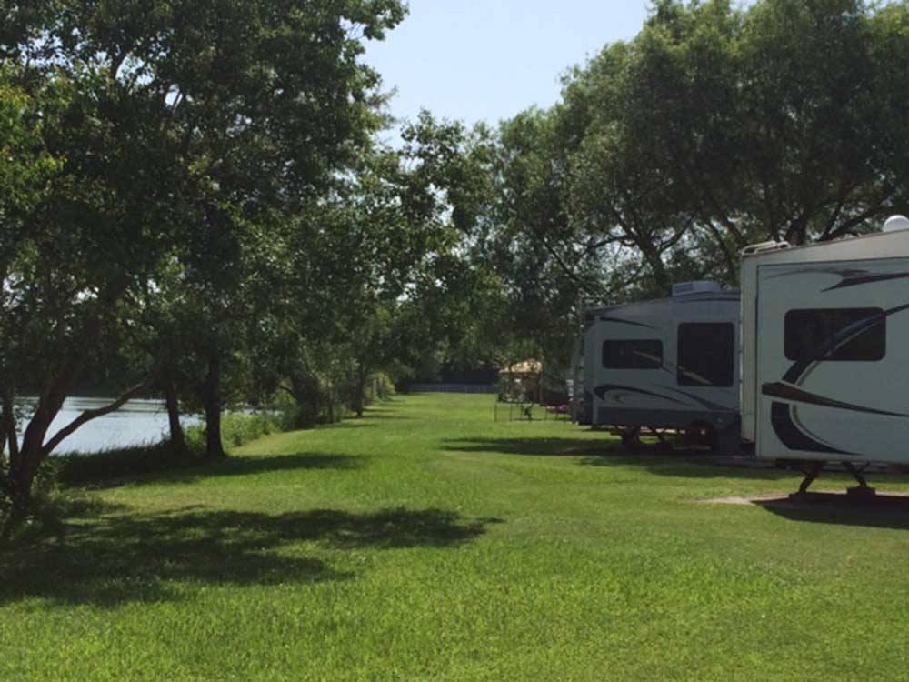 HIDDEN LAKE RV PARK at BEAUMONT TX