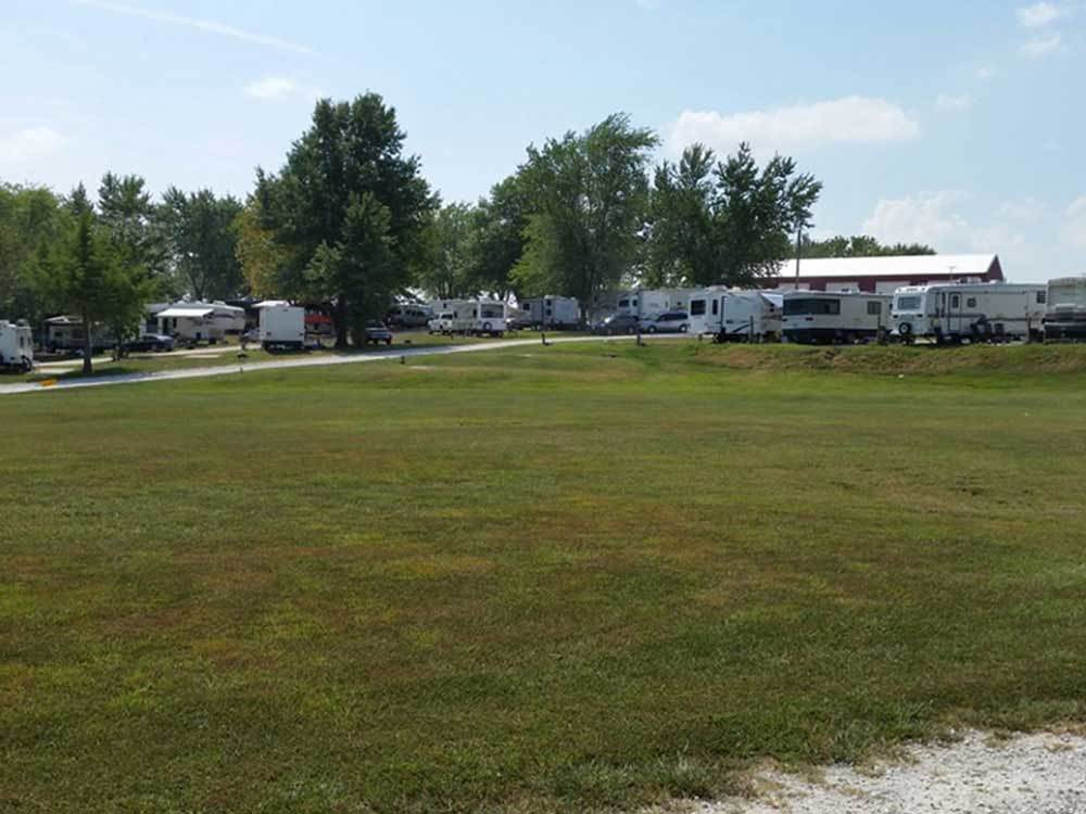Trailers at campsite at SHOEMAKERS RV PARK