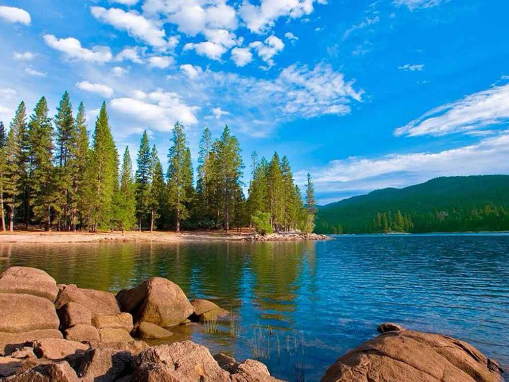 Bass lake rv resort bass lake campgrounds good sam club for Free fishing spots near me