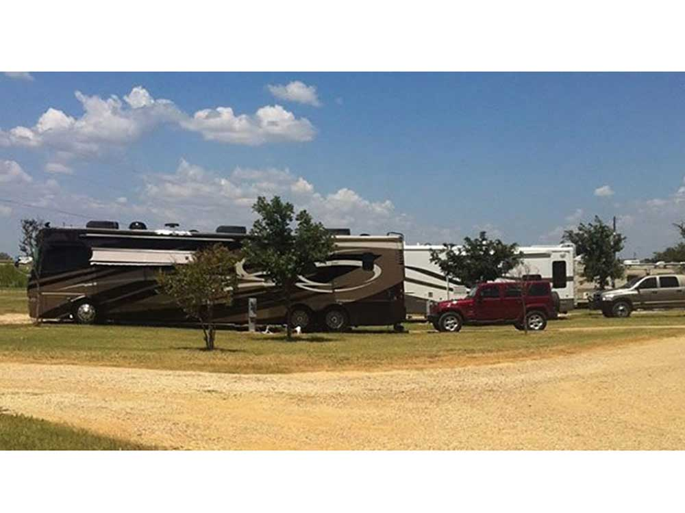 RV parked at campsite at QUAIL CROSSING RV PARK