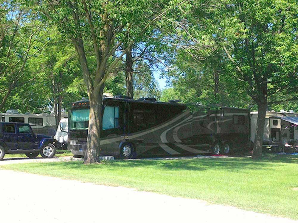 Ceraland park campground columbus campgrounds good sam for Camping grounds with cabins