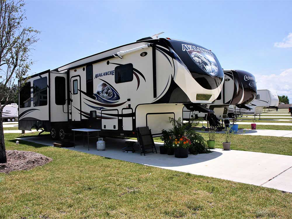 Trailers camping at PEARWOOD RV PARK