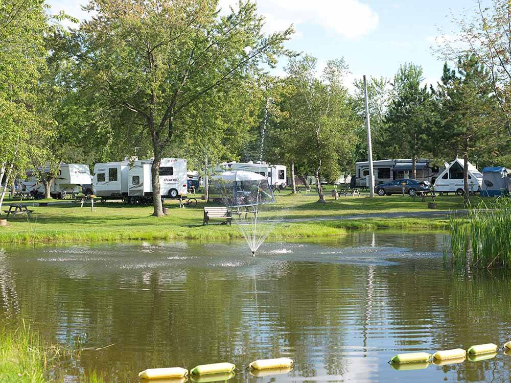 The lake in front of some RV sites at CAMPING MELBOURNE