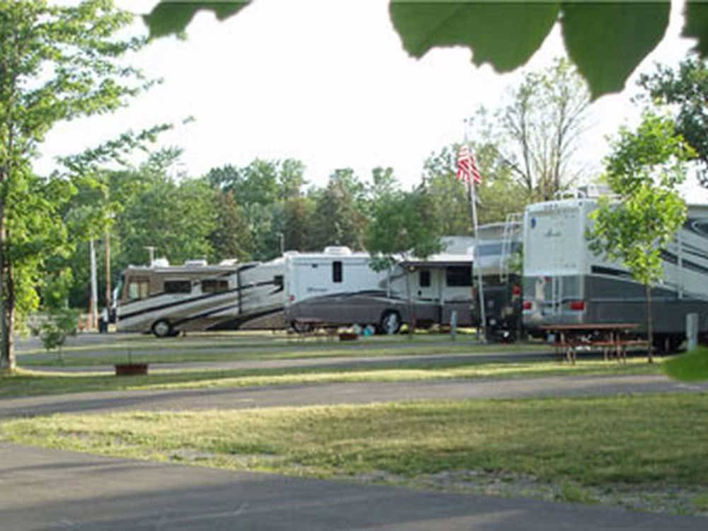 RVs parked at AA ROYAL MOTEL  CAMPGROUND