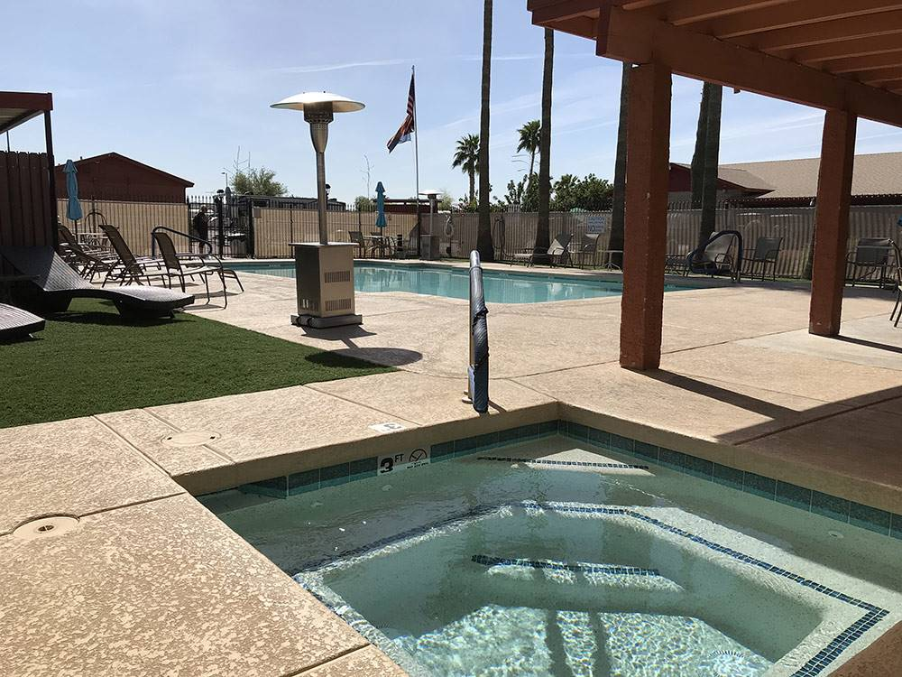 Pool and hot tub at PHOENIX METRO RV PARK