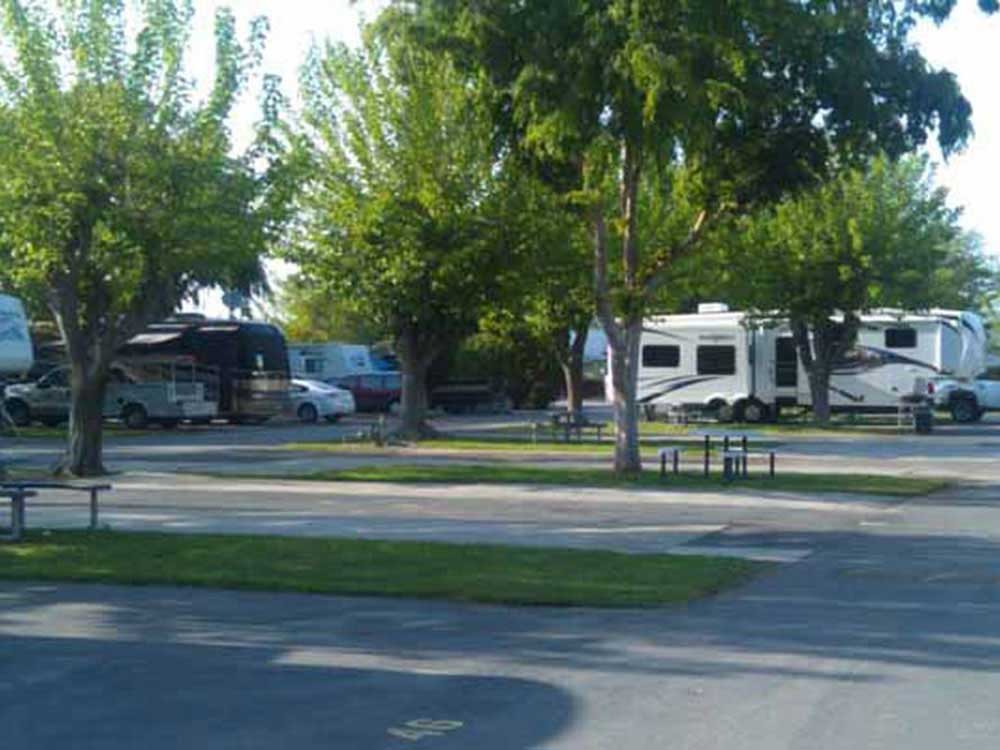 BLACKSTONE NORTH RV PARK At FRESNO CA