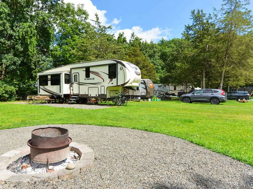 Trailers camping at campsite at RONDOUT VALLEY RESORT