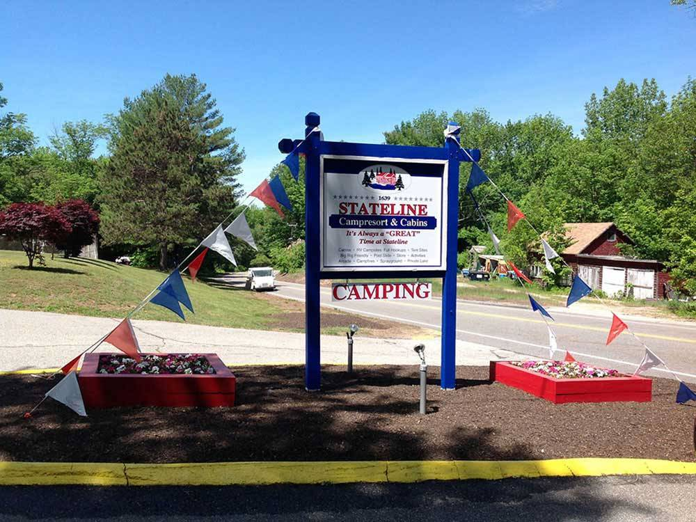 Sign at entrance of RV park at STATELINE CAMPRESORT  CABINS