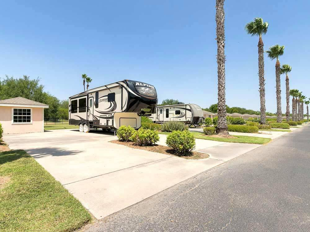 BENTSEN PALM VILLAGE RV RESORT at MISSION TX