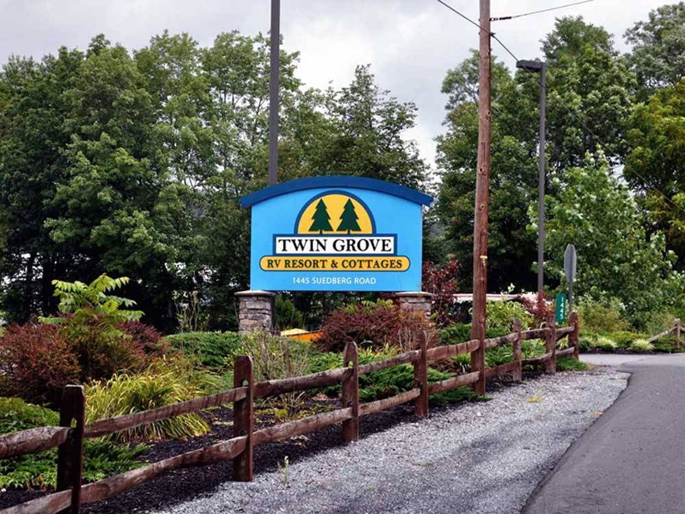 Sign leading into campground resort at TWIN GROVE RV RESORT  COTTAGES