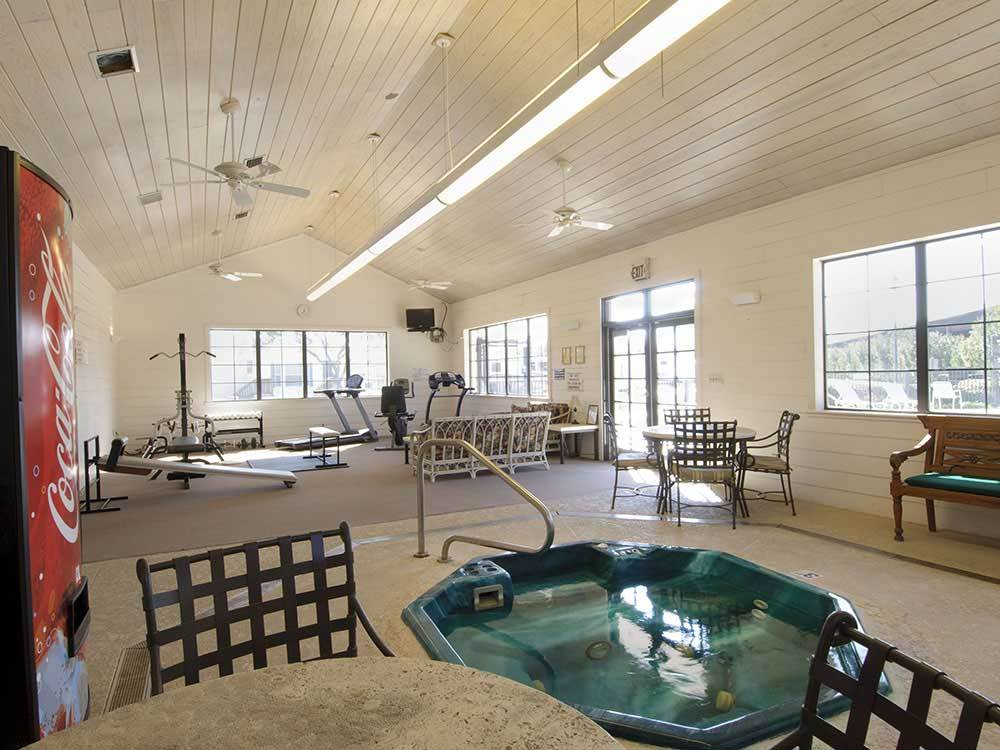 Lakeview RV Resort - Houston Campgrounds | Good Sam Club