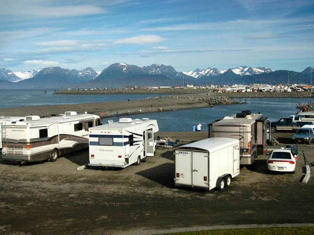 Trailers camping on the water at HERITAGE RV PARK