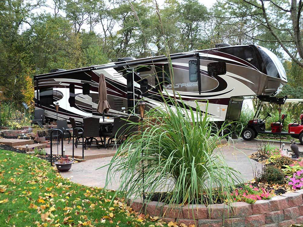 Trailer camping at CLAYS PARK RESORT