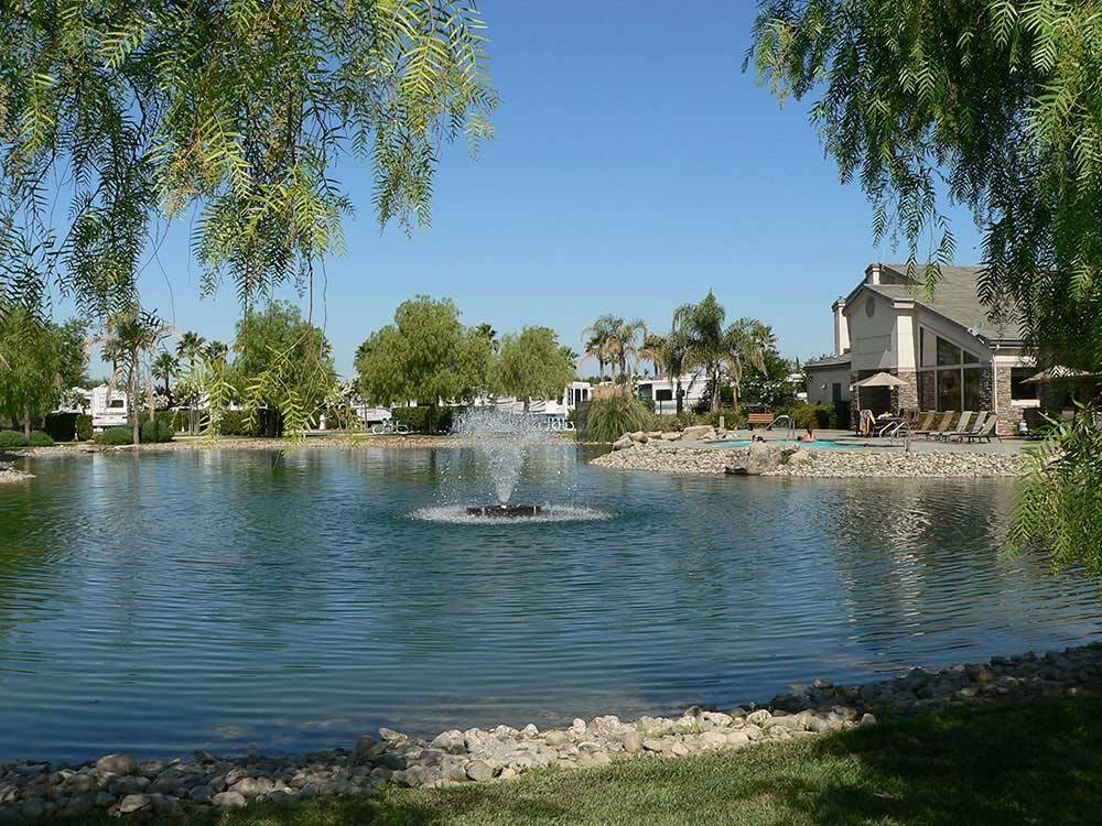THE LAKES RV  GOLF RESORT at CHOWCHILLA CA