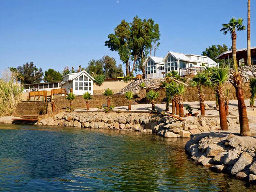 Lodging on the lake at COLORADO RIVER OASIS RESORT
