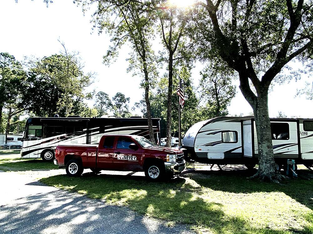 Trailers camping at GOLDEN ISLES RV PARK