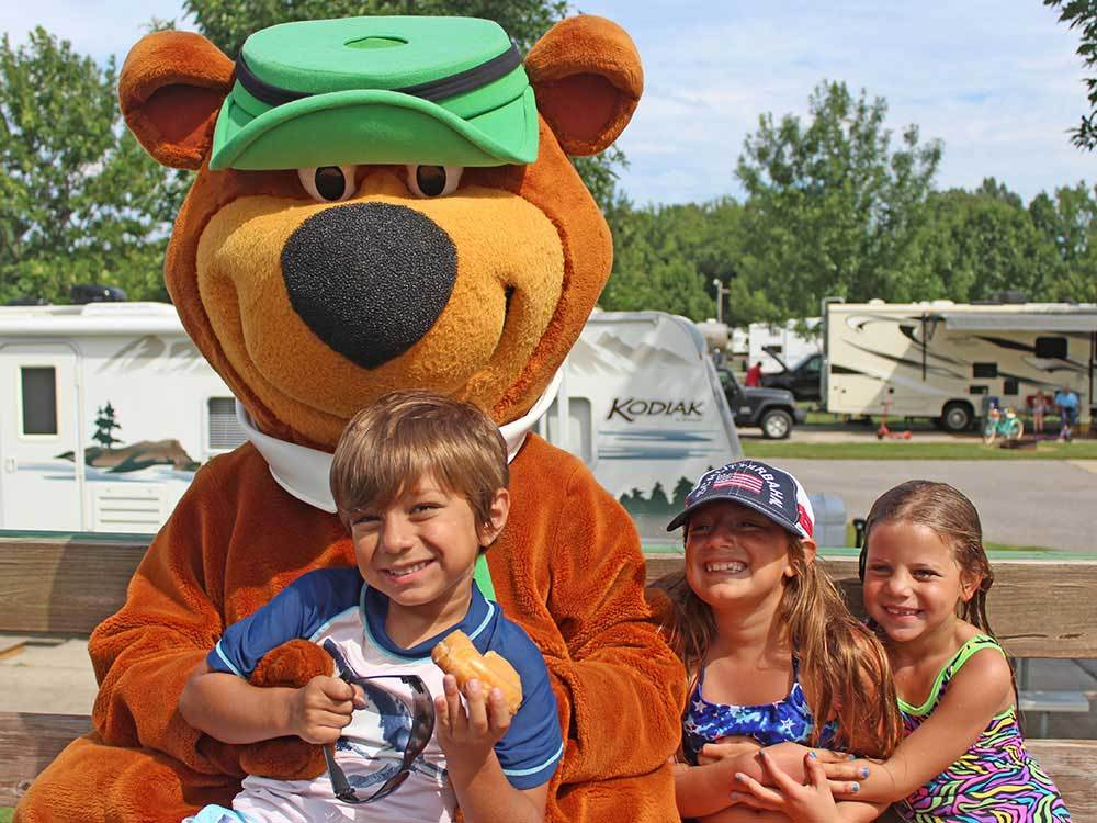 Kids with mascot at MEMPHIS JELLYSTONE CAMP RESORT
