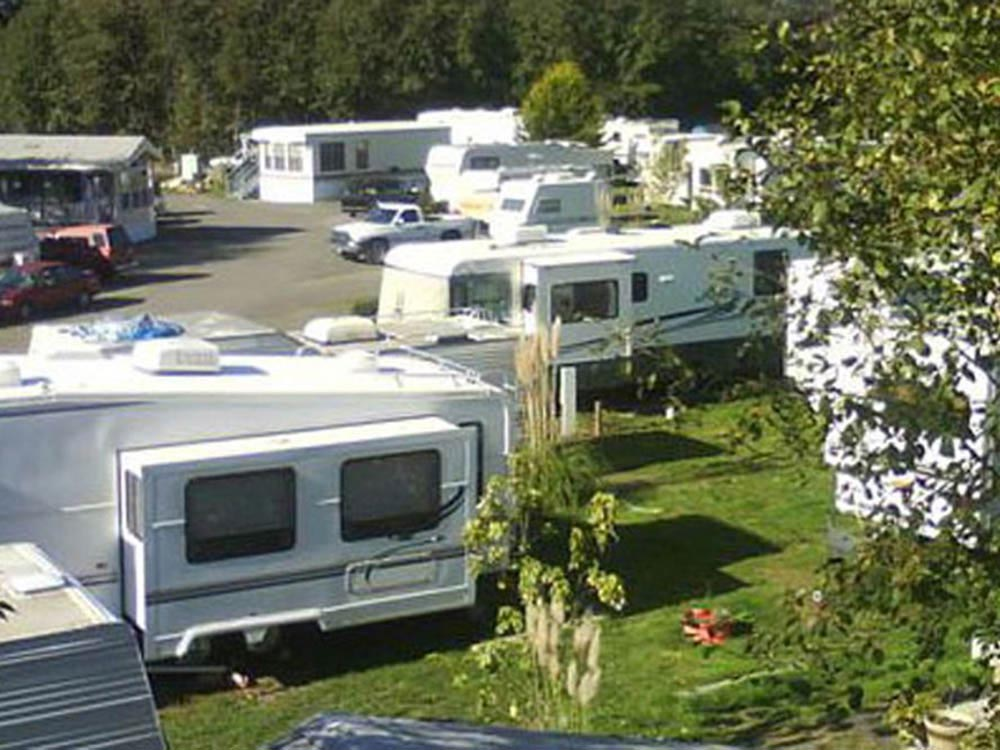 Trailers camping at BROOKINGS RV PARK