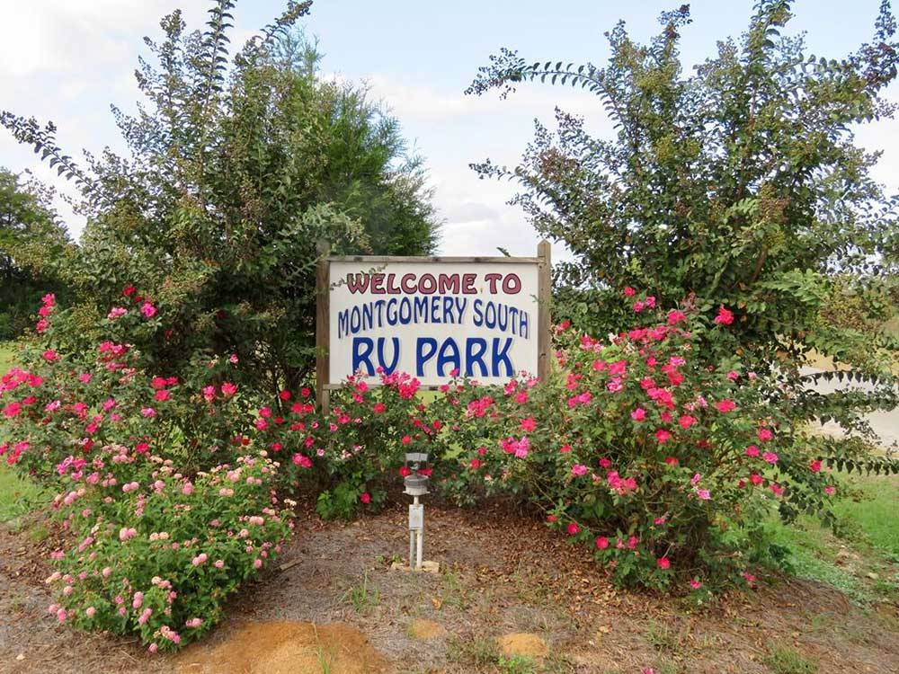 Welcome sign at the park entrance at MONTGOMERY SOUTH RV PARK  CABINS