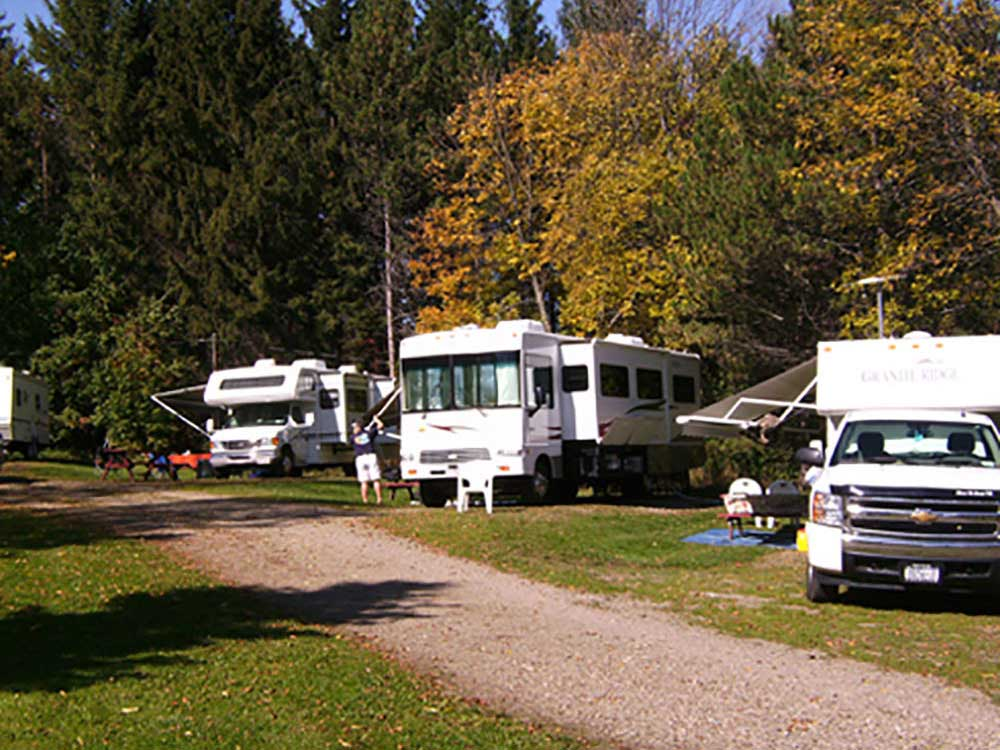 RVs camping at WOODSTREAM CAMPSITE
