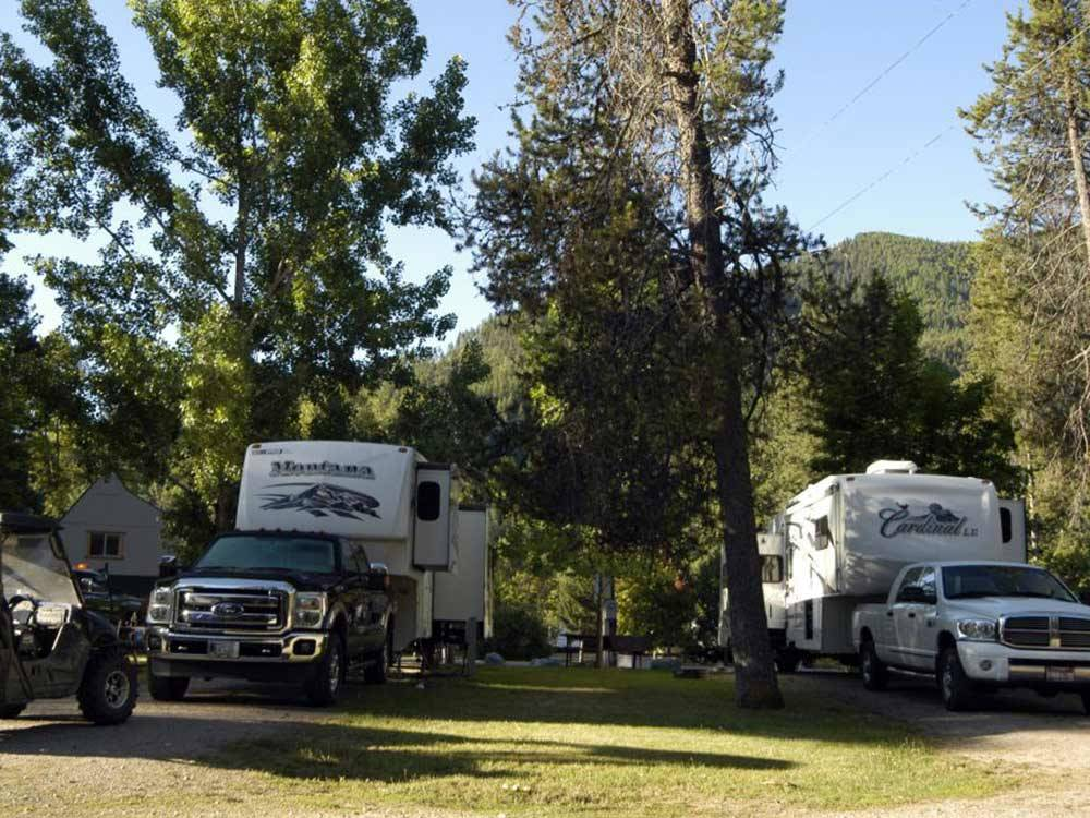 Trailers camping at CAMPGROUND ST REGIS