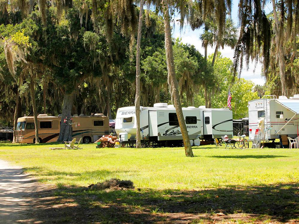 RVs and trailers at campgrounds at BULOW RV RESORT