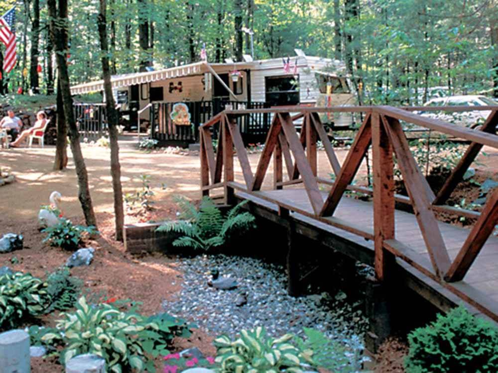 RVs camping at OAK HAVEN FAMILY CAMPGROUND