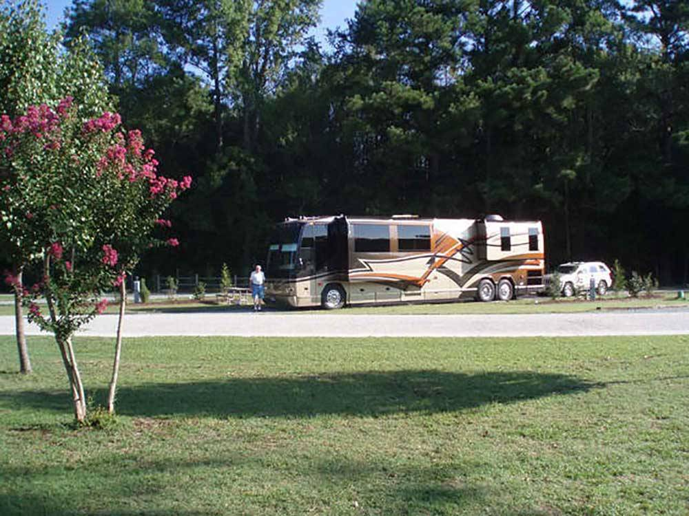 FAYETTEVILLE RV RESORT COTTAGES At WADE NC