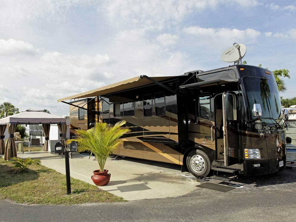 RV camping at BREEZY HILL RV RESORT