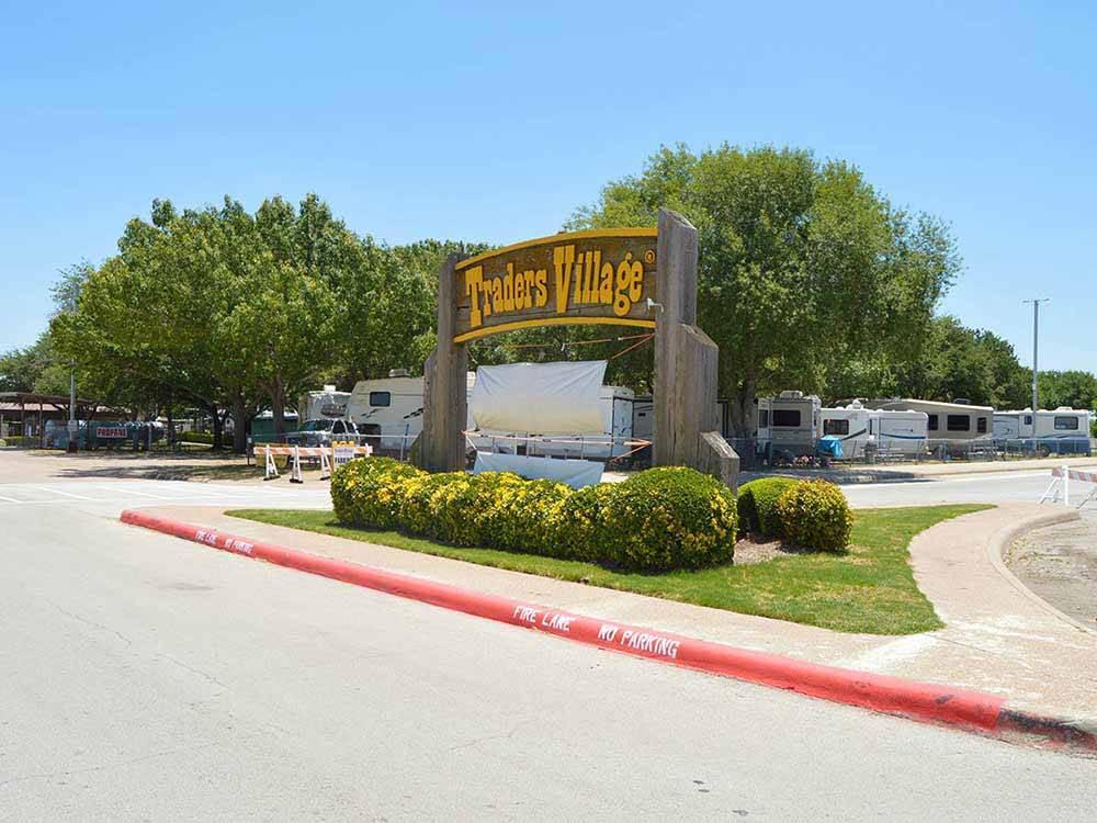 TRADERS VILLAGE RV PARK At GRAND PRAIRIE TX