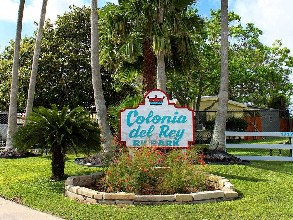 Entrance signage at COLONIA DEL REY RV PARK
