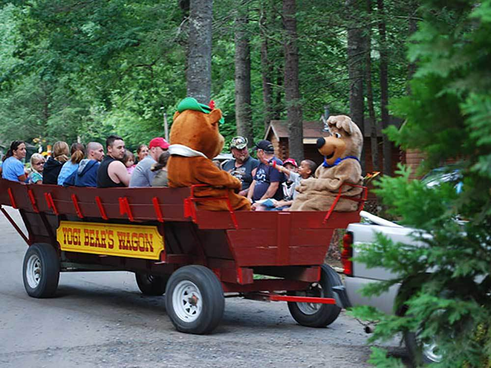 Group of campers on a wagon ride with Yogi Bear and Shaggy at YOGI IN THE SMOKIES