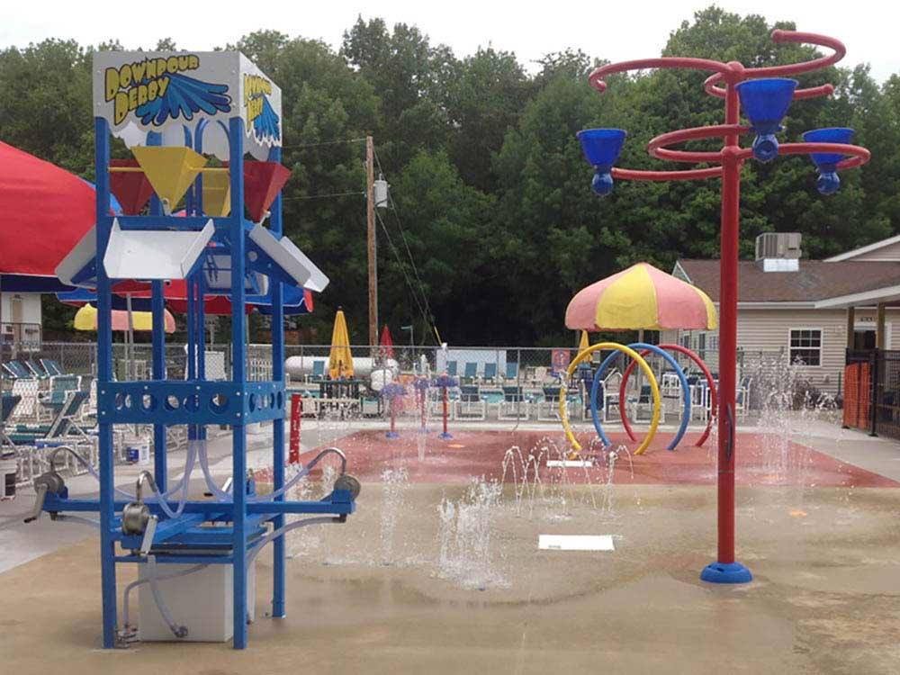 Splash pad and water games at QUIETWOODS SOUTH CAMPING RESORT