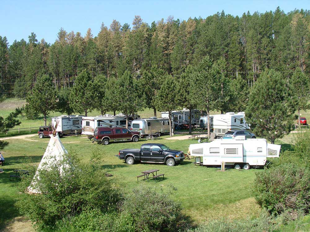 Trailers camping at CROOKED CREEK RESORT  RV PARK