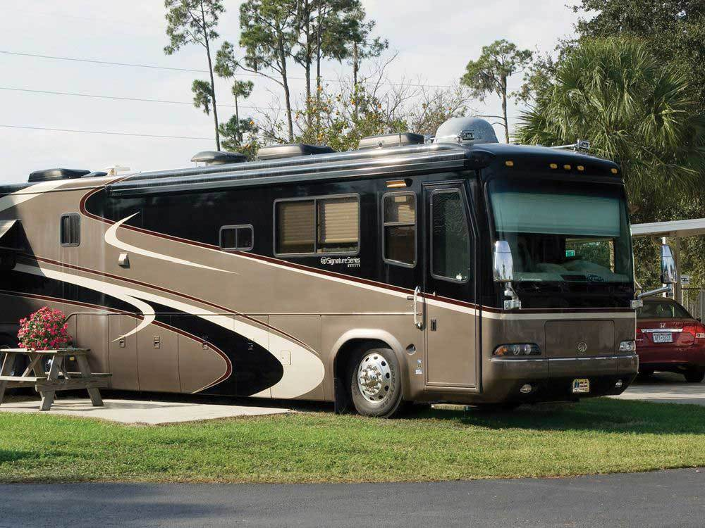 PLEASANT LAKE RV RESORT at BRADENTON FL