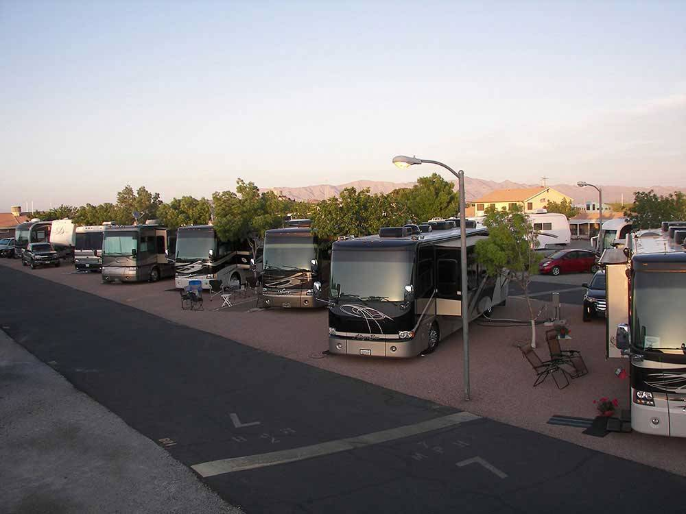 RVs camping in a row at CANYON TRAIL RV PARK