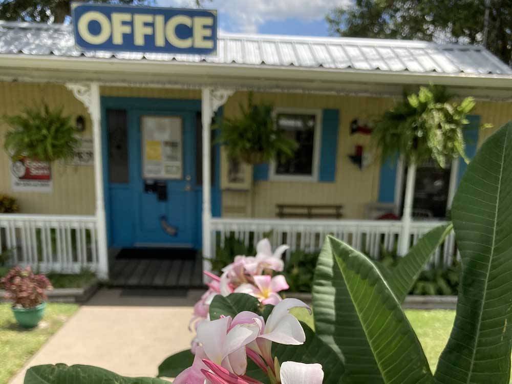 The front entrance sign at SCHULENBURG RV PARK