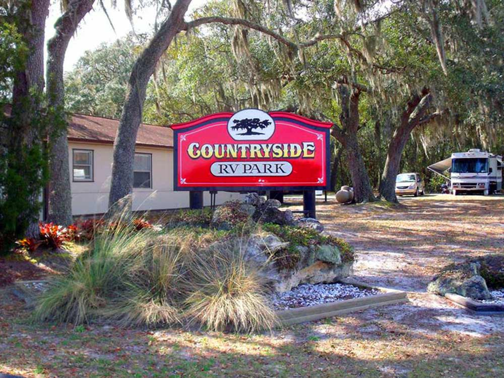 Sign leading into RV park at COUNTRYSIDE RV PARK