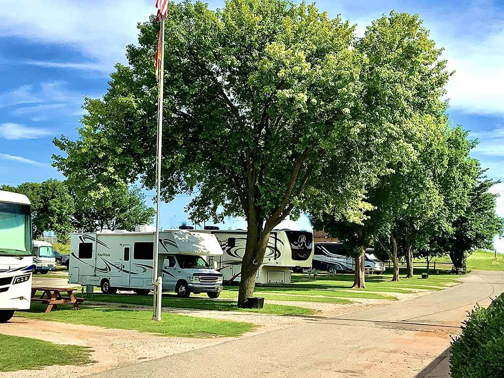 Trailers and RVs camping at ELK CREEK RV PARK