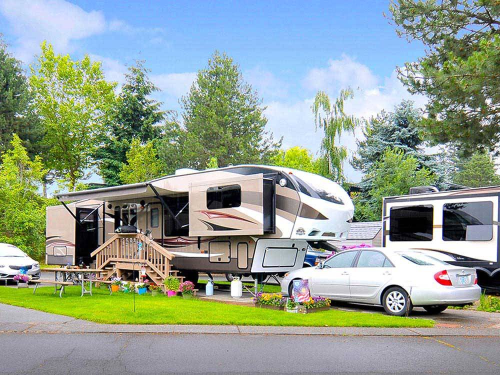 Trailers camping at PORTLAND FAIRVIEW RV PARK