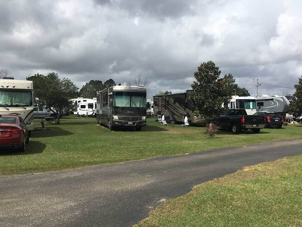 RVs and trailers at campgrounds at HILLTOP RV PARK