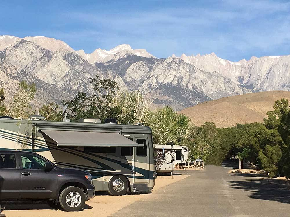 Trailers and RVs camping at BOULDER CREEK RV RESORT
