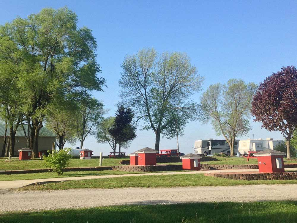 RV and trailer camping at COUNTRY GARDENS RV PARK